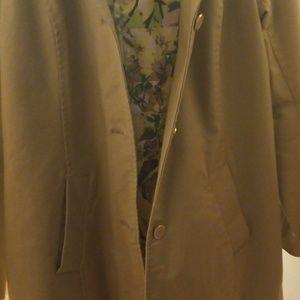 Isaac Mizrahi Jackets & Coats - Walking water resistente coat